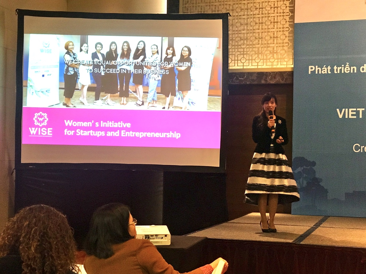 Mrs. Tu Thu Hien - Founder and Director of WISE shared about difficulties and potentials of business women. Photo: Hoang Lan.