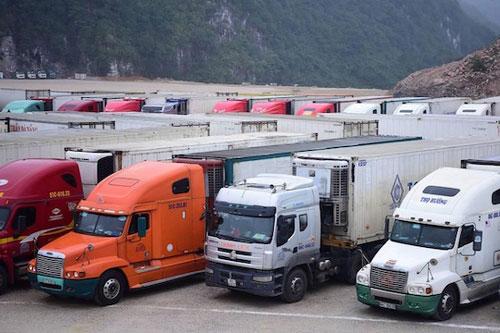 Khuyến cáo các doanh nghiệp hạn chế đưa hàng lên biên giới