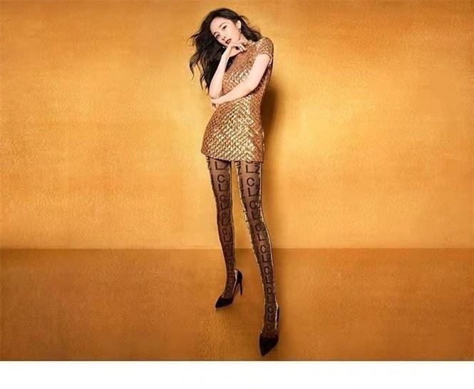 Dương Mịch váy ngắn tôn đường cong hút mắt, chân dài miên man - ảnh 2