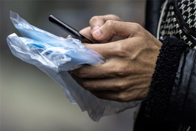 Phòng, chống dịch Corona: Làm sạch smartphone thế nào cho đúng? - Ảnh 2.