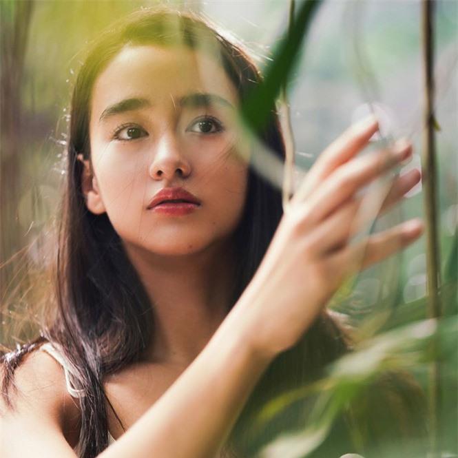 Vẻ đẹp trong veo như trăng rằm của hot girl 16 tuổi đóng Diệp Vấn 4 - ảnh 11