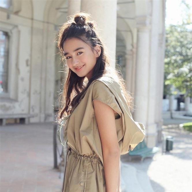 Vẻ đẹp trong veo như trăng rằm của hot girl 16 tuổi đóng Diệp Vấn 4 - ảnh 12
