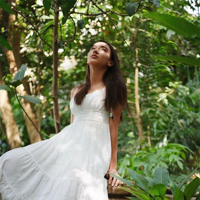Vẻ đẹp trong veo như trăng rằm của hot girl 16 tuổi đóng Diệp Vấn 4 - ảnh 5