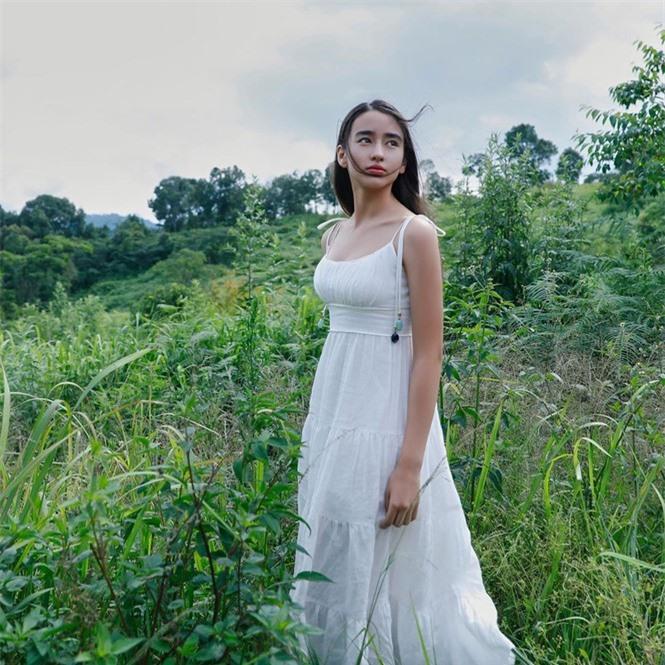 Vẻ đẹp trong veo như trăng rằm của hot girl 16 tuổi đóng Diệp Vấn 4 - ảnh 8