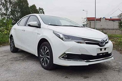Toyota Corolla Altis Hybrid 2019 - đối thủ của Mazda 3, Kia Cerato giá chỉ 300 triệu ở VN gây sốc mạnh