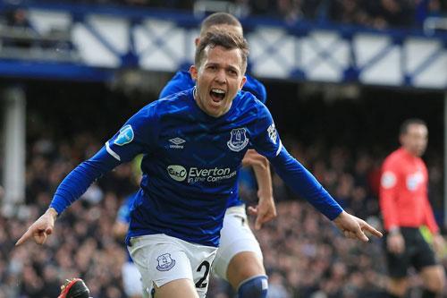 Tiền vệ trung tâm: Bernard (Everton).