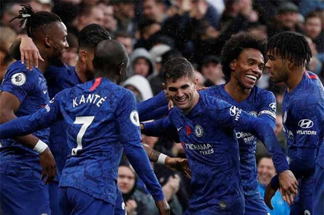 Chelsea không muốn đi theo Man City