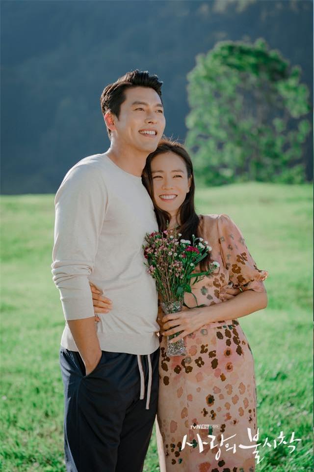 Hyun Bin và Son Ye Jin tình bể tình trong loạt ảnh hậu trường - Ảnh 9.