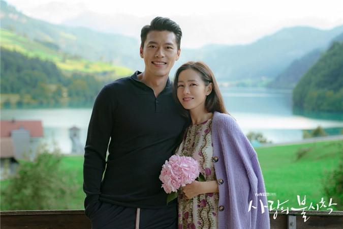 Hyun Bin và Son Ye Jin tình bể tình trong loạt ảnh hậu trường - Ảnh 2.