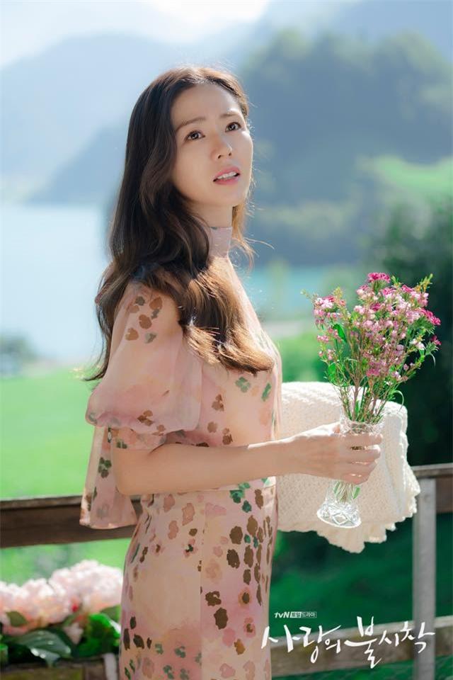 Hyun Bin và Son Ye Jin tình bể tình trong loạt ảnh hậu trường - Ảnh 5.