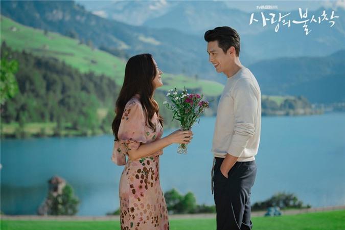 Hyun Bin và Son Ye Jin tình bể tình trong loạt ảnh hậu trường - Ảnh 6.