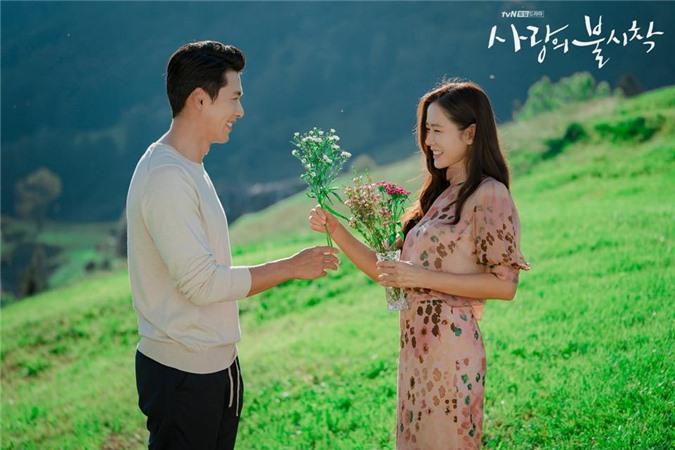 Hyun Bin và Son Ye Jin tình bể tình trong loạt ảnh hậu trường - Ảnh 7.