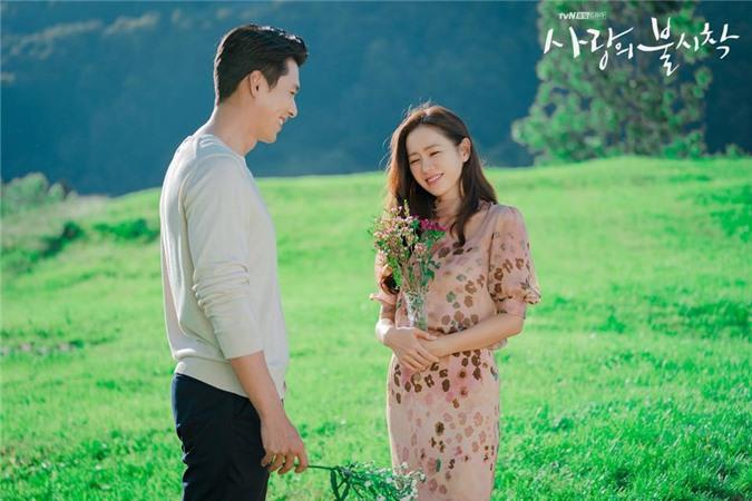 Hyun Bin và Son Ye Jin tình bể tình trong loạt ảnh hậu trường - Ảnh 8.