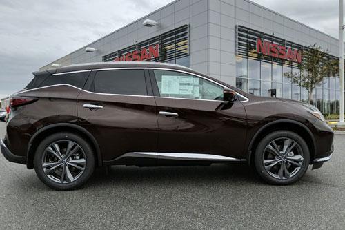 SUV Nissan sử dụng động cơ V6, giá hơn 1 tỷ đồng