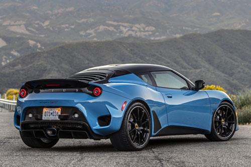 4. Lotus Evora GT (giá khởi điểm: 96.950 USD, công suất tối đa: 420 mã lực).