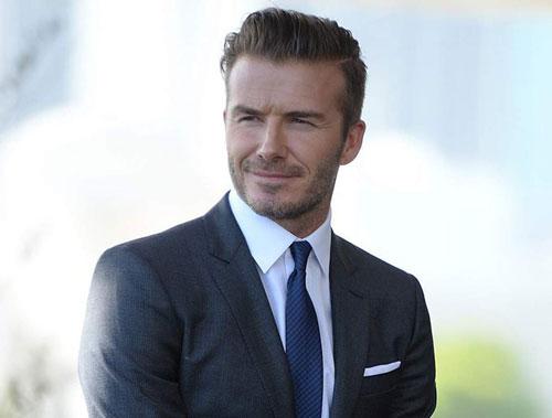 Do sở hữu gương mặt đẹp hoàn hảo, nụ cười tỏa nắng thân thiện và vóc dáng vạm vỡ nên hình tượng của cựu cầu thủ 40 tuổi này chẳng kém cạnh bất kỳ sao nam Hollywood nào