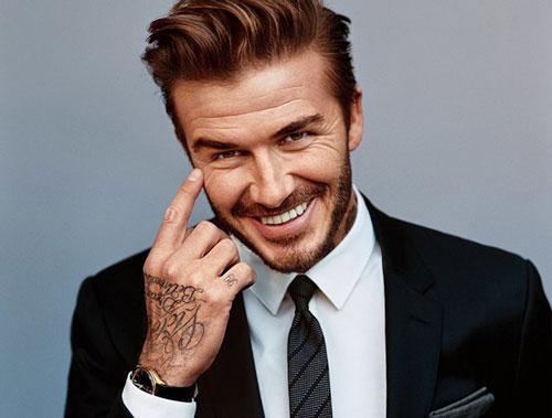 Ở thời kỳ đỉnh cao trong làng bóng đá, David Beckham luôn được bầu chọn là cầu thủ đẹp trai nhất thế giới. Không chỉ vậy, cho đến khi giải nghệ thì anh vẫn lọt những người đàn ông quyến rũ nhất thế giới