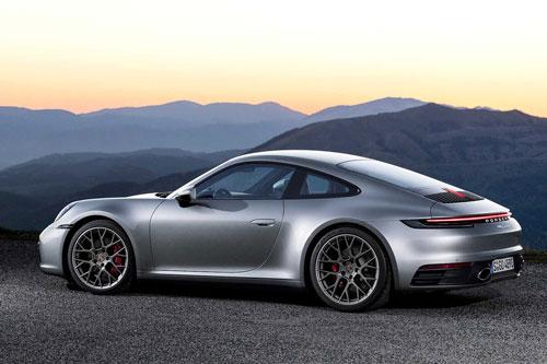 9. Porsche 911 Carrera (giá khởi điểm: 98.750 USD, công suất tối đa: 379 mã lực).