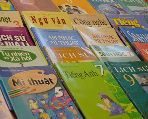Nhiều trường gấp rút chọn sách giáo khoa cho năm học mới