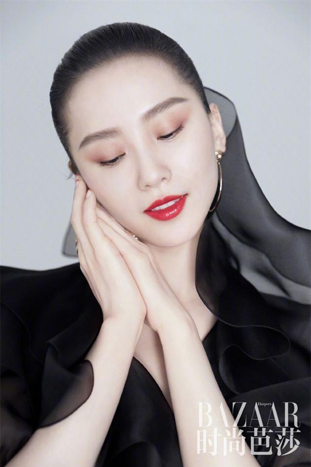 Ấn phẩm thời trang đầu tiên Lưu Thi Thi góp mặt sau thời gian ở ẩn đã xuất hiện - Ảnh 10.