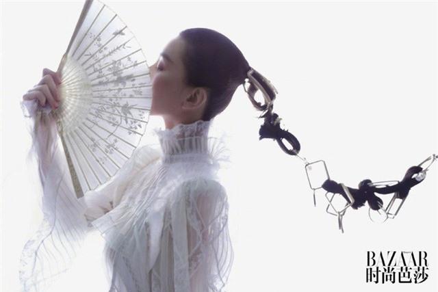 Ấn phẩm thời trang đầu tiên Lưu Thi Thi góp mặt sau thời gian ở ẩn đã xuất hiện - Ảnh 5.
