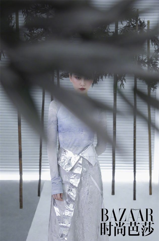 Ấn phẩm thời trang đầu tiên Lưu Thi Thi góp mặt sau thời gian ở ẩn đã xuất hiện - Ảnh 6.