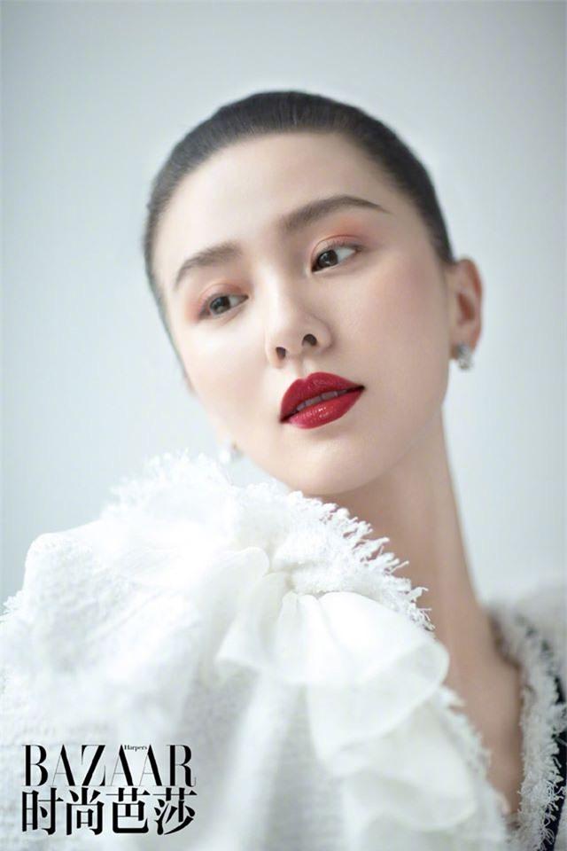 Ấn phẩm thời trang đầu tiên Lưu Thi Thi góp mặt sau thời gian ở ẩn đã xuất hiện - Ảnh 7.