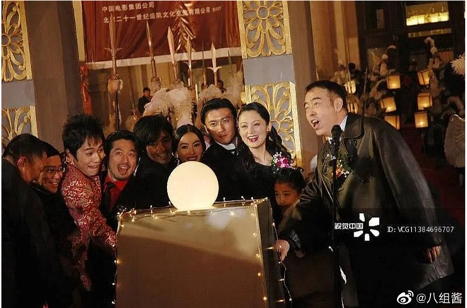 Ảnh cũ 14 năm trước của Trương Bá Chi - Tạ Đình Phong hot trở lại, gây chú ý nhất lại là cô nhóc giờ đây đã trở thành mỹ nhân - Ảnh 3.