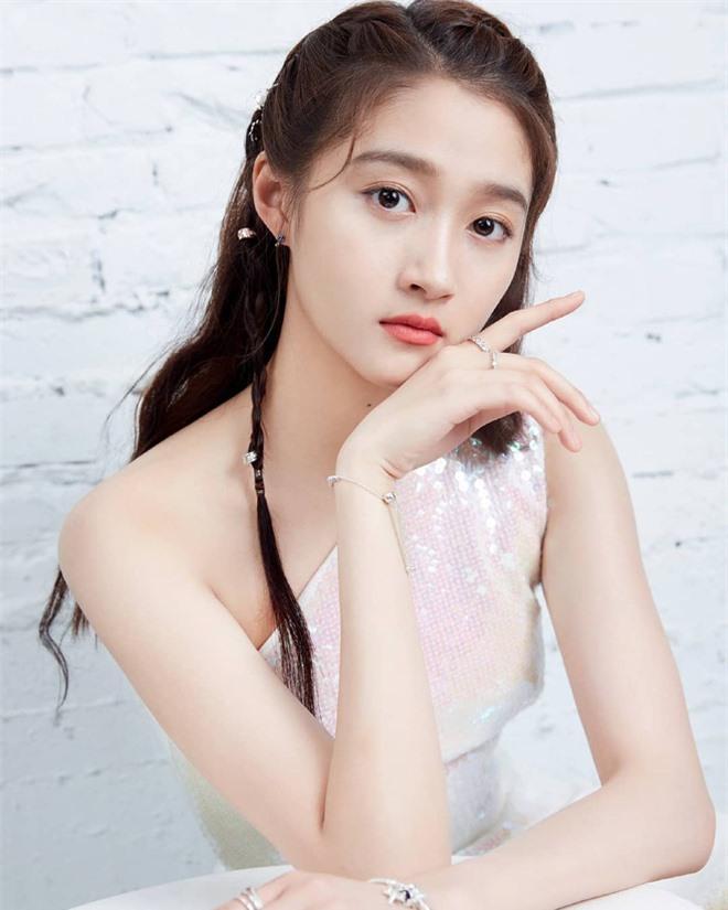 Ảnh cũ 14 năm trước của Trương Bá Chi - Tạ Đình Phong hot trở lại, gây chú ý nhất lại là cô nhóc giờ đây đã trở thành mỹ nhân - Ảnh 4.