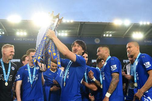 Okazaki đã tạo nên cặp đôi song sát với Jamie Vardy trong mùa giải đầu tiên của anh tại Leicester