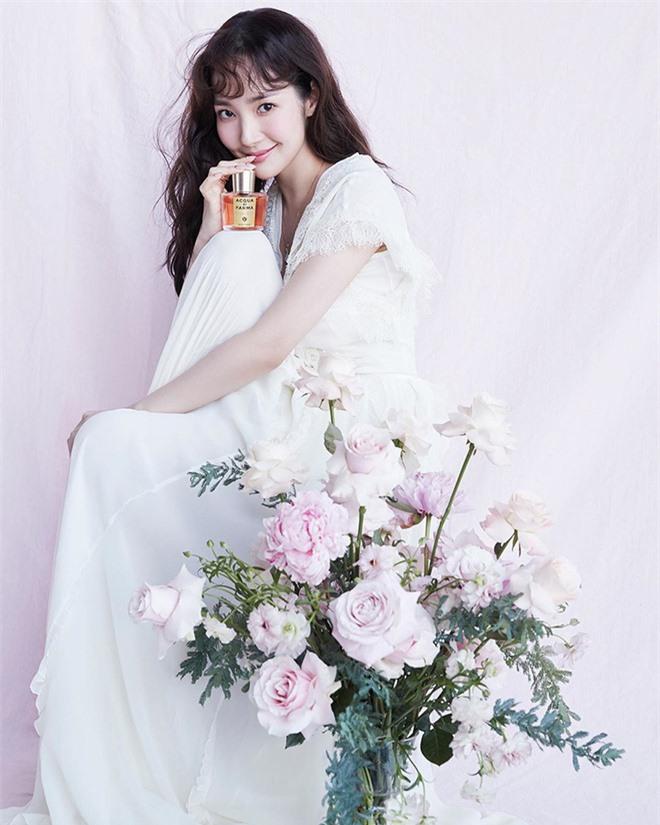 Hớp hồn vì bộ ảnh của Park Min Young: Đúng đẳng cấp nữ hoàng dao kéo đẹp nhất Kbiz, make up sương sương là đủ lên hình - Ảnh 7.