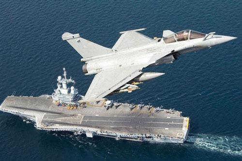 Không gây ồn ào cũng như thu hút nhiều sự chú ý, tuy nhiên tàu sân bay hạt nhân Charles de Gaulle của hải quân Pháp đã bất ngờ xuất hiện trên biển Địa Trung Hải, ngay sát bờ biển Syria.