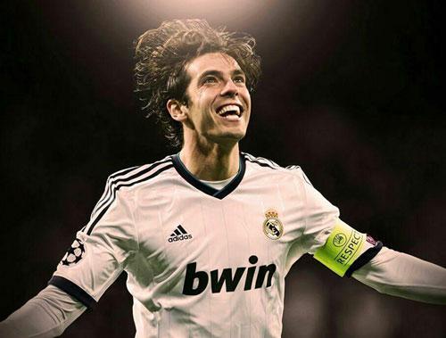 Cựu ngôi sao của AC Milan và Real Madrid này có khuôn mặt ưa nhìn và nụ cười