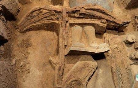 Đây là chiếc nỏ đầu tiên được thực hiện từ thời nhà Tần được tìm thấy vẫn còn ở tình trạng nguyên vẹn.
