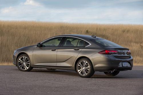 5. Buick Regal Sportback 2020 (giá khởi điểm: 26.295 USD).