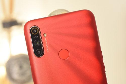 Trên tay Realme C3: 3 camera sau, chống nước, pin 5.000 mAh, giá gần 3 triệu