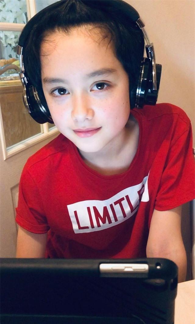 Cậu bé 10 tuổi là con lai Việt – Anh sở hữu gương mặt đẹp như tranh vẽ - 6