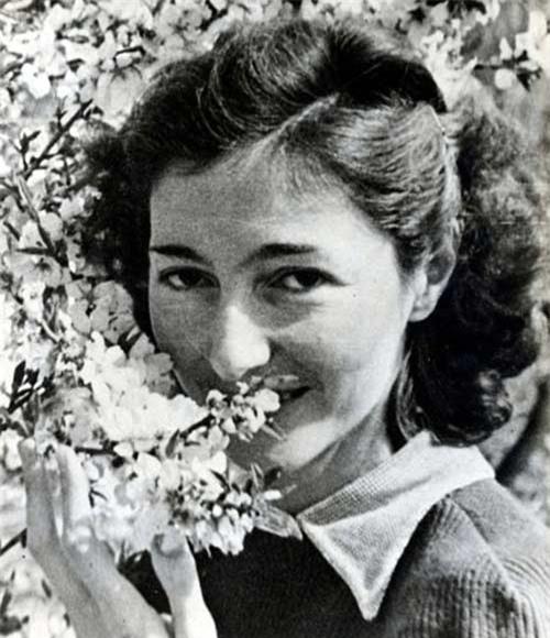 Đời điệp viên ba đào của một hoa hậu Ba Lan - 1