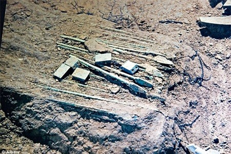 """Tìm thấy """"nỏ thần"""" trong lăng mộ Tần Thủy Hoàng"""
