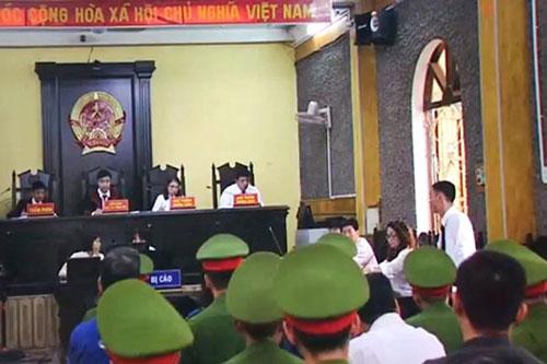 Đề nghị truy tố 11 người trong vụ gian lận điểm thi ở Sơn La.