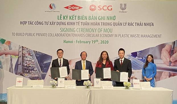 3 doanh nghiệp tiên phong ký kết hợp tác công - tư về quản lý rác thải nhựa