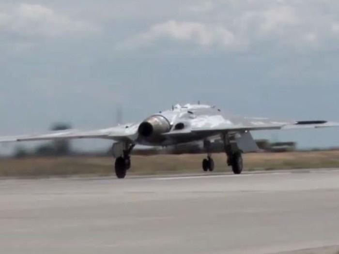 Máy bay không người lái tấn công Okhotnik