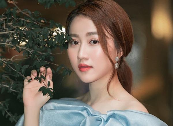 Hồng Loan được khen ngợi bởi nhan sắc xinh đẹp cùng khả năng diễn xuất tốt