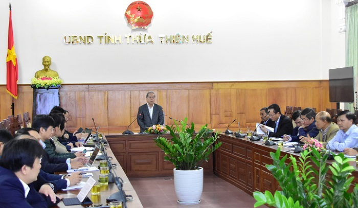 Chủ tịch UBND tỉnh Thừa Thiên Huế phát biểu chỉ đạo hội nghị bàn giải pháp khôi phục và thúc đẩy hoạt động sản xuất kinh doanh của các doanh nghiệp trên địa bàn trong và sau dịch COVID-19