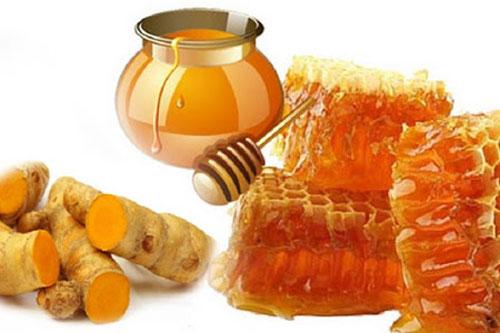 Bài thuốc là sự kết hợp giữa nghệ tươi và mật ong