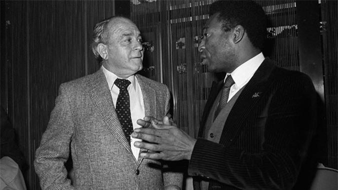 Pele và Di Stefano đều chia tay đội bóng họ làm nên tên tuổi trong chua cay