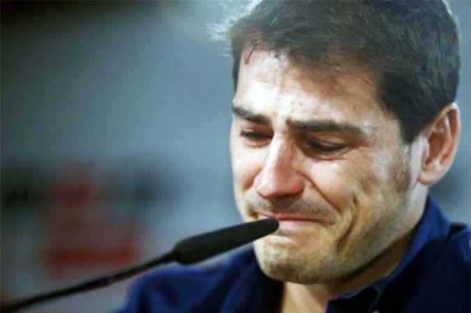 Casillas chia tay Real trong nước mắt