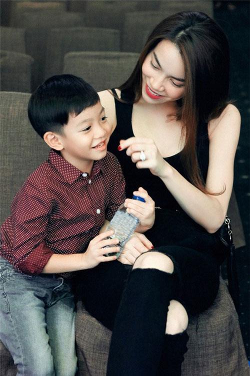 Hà Hồ là người mẹ chu toàn và phát cuồng vì con trai