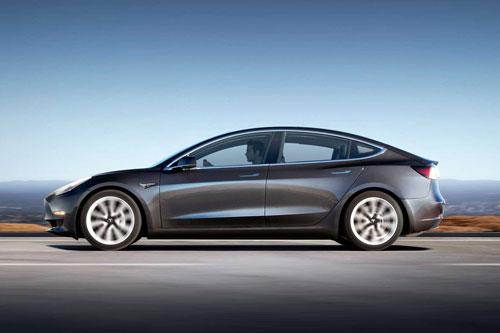 Xe điện: Tesla Model 3 2020 (giá khởi điểm: 39.990 USD).