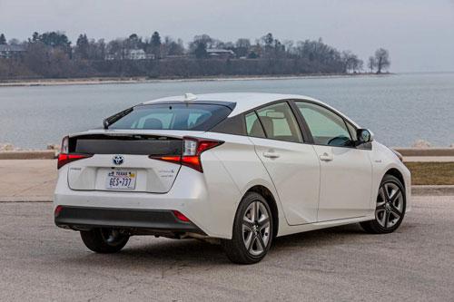 Xe hybrid: Toyota Prius 2020 (giá khởi điểm: 24.325 USD).